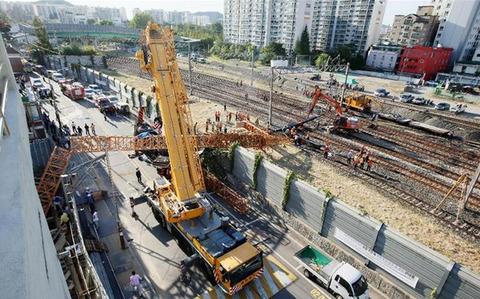バ韓国・仁川でクレーン転倒事故発生