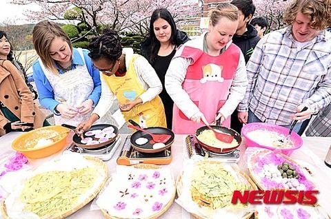 外国人留学生に汚物を作らせるバ韓国とかwwwwww