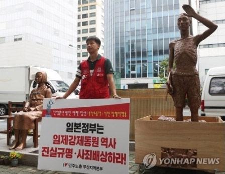 さすがバ韓国。売春婦像のとなりに新たな像が