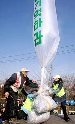 ビラ風船への射撃が朝鮮戦争再開につながれ!