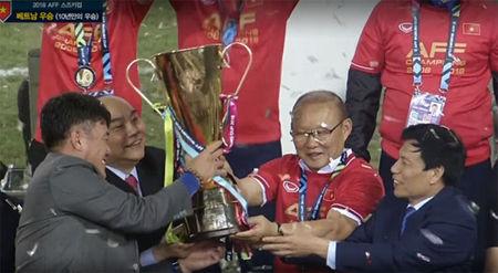 バ韓国塵監督に率いられて優勝したベトナム