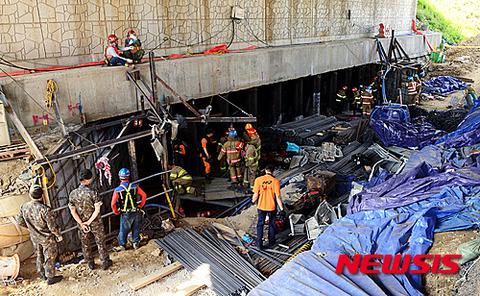 バ韓国の地下鉄工事現場が崩壊