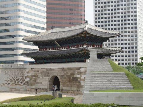 放火されたバ韓国の興仁之門