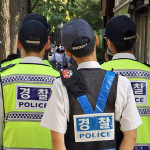 バ韓国の警察官はレイプし放題