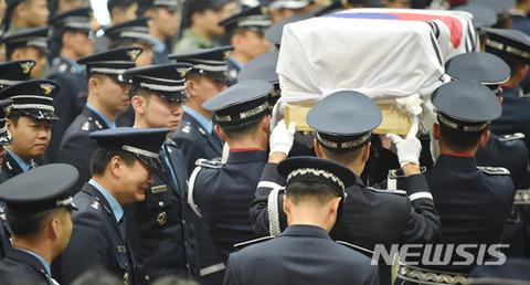 バ韓国軍の告別式