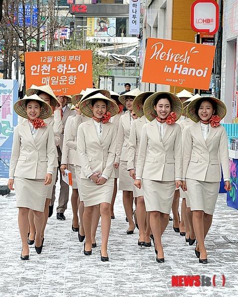 ベトナム伝統の帽子「ノンラー」を被った屑ども