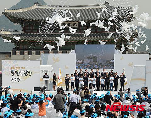 ハト型の風船を飛ばすキチガイバ韓国塵ども