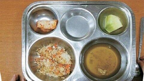 バ韓国小学校の平均的な給食がコレ。ただの残飯です
