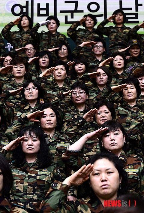 下界では売春婦にすらなれない化け物だらけのバ韓国軍メス兵士ども