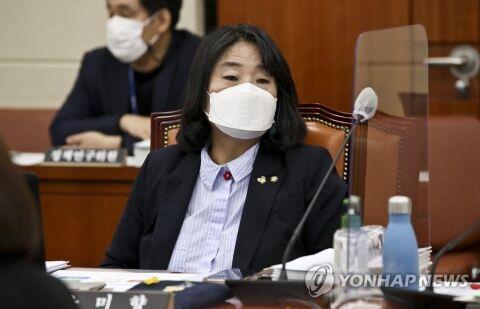 横領婆の尹美香、まさにバ韓国塵の典型ww