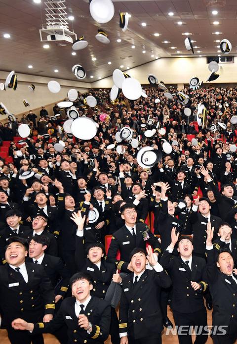 バ韓国海洋大学の卒業式