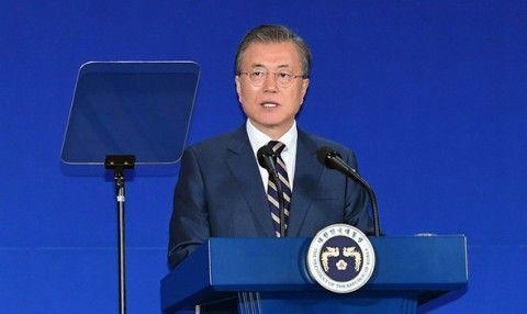 生まれた時から発狂しているバ韓国の文大統領