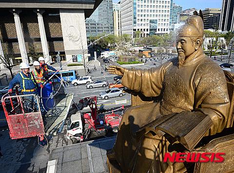 日本の国宝に放尿を行うのがバ韓国塵です
