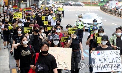 バ韓国ソウルで行われたBLM集会