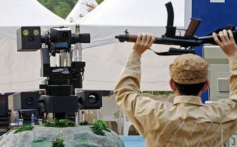 誤作動しないワケがない韓国サムスン製の監視ロボ