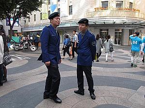 レイプ相手を物色中のソウル・観光警察