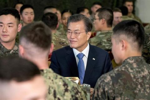 在韓米軍を追い出すことになるバ韓国の文在寅