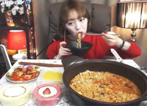バ韓国で流行っている大食い動画
