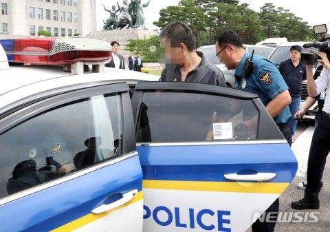 ソウルの国会議事堂に突っ込んだバ韓国塵