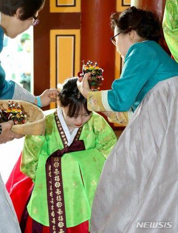 着火したら火だるま間違いなしのバ韓国伝統服