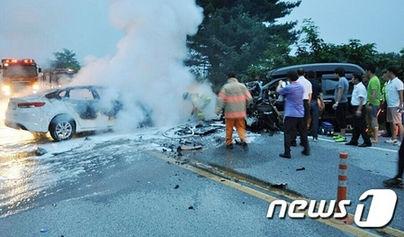 バ韓国の死の道路で死傷者5匹の事故発生