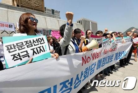 米朝首脳会談を要求するバ韓国塵ども