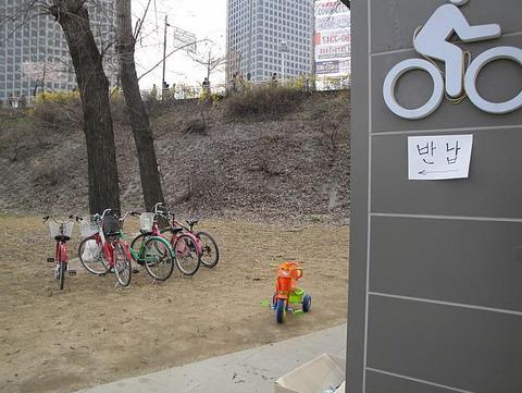 漢江沿いの自転車レンタル所