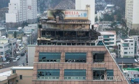 バ韓国のビルの屋上広告は空きだらけ