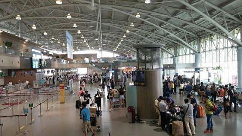天井が崩落したバ韓国の金海国際空港
