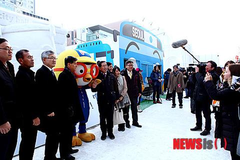 ソウル市長も醜い笑顔でポーズwww