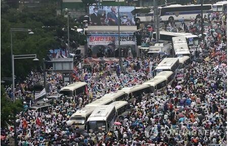 バ韓国・光復節でゲイコロナ感染拡大