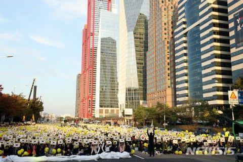 バ韓国文政権による官製デモ