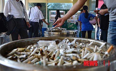 ストレスで飲酒したり喫煙者が増えているバ韓国