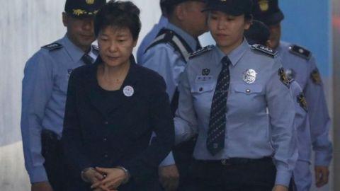 資産を凍結されたバ韓国前大統領のパククネ婆