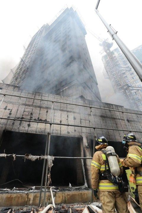 バ韓国のマンションで火災発生