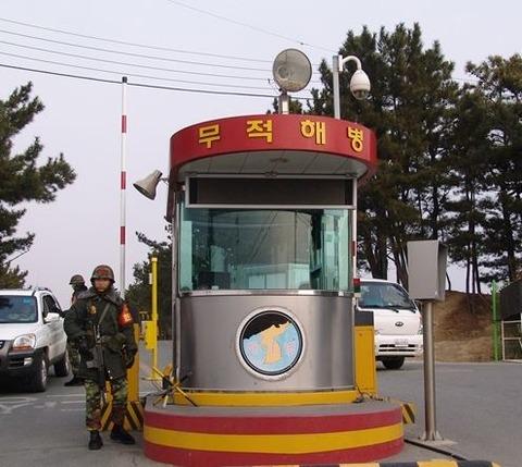 民間の屑チョンでも簡単に侵入できるバ韓国海兵隊の敷地www