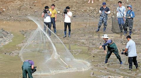 江原道横城郡の磨玉貯水池。ピラニア捕獲できずww