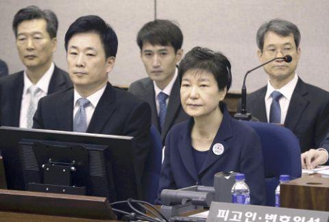 公判中にお絵かきしていたバ韓国前大統領・パククネ婆