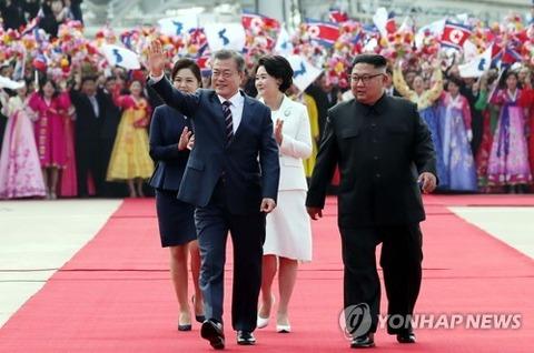 バ韓国大統領を出迎える北チョンども