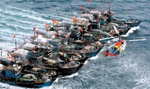 中国漁船がバ韓国の漁師たちによって拿捕される
