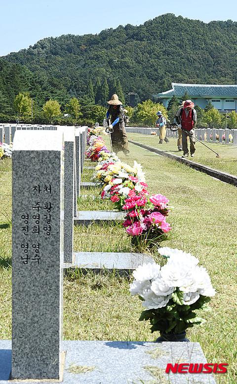 墓石でマルバツっすか? さすがバ韓国塵!