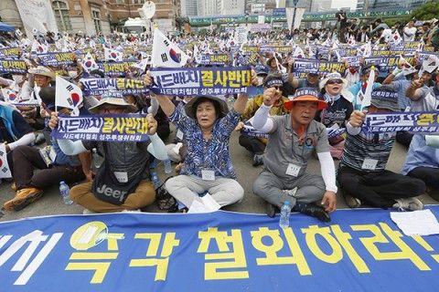 THAAD配備に反対するキチガイバ韓国塵ども