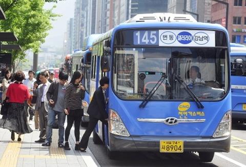バ韓国の路線バスが小学生を轢き殺す