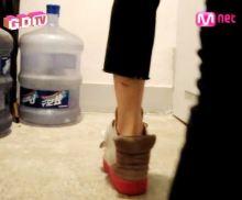 朝鮮猿のアゲ底靴は滑稽ですね