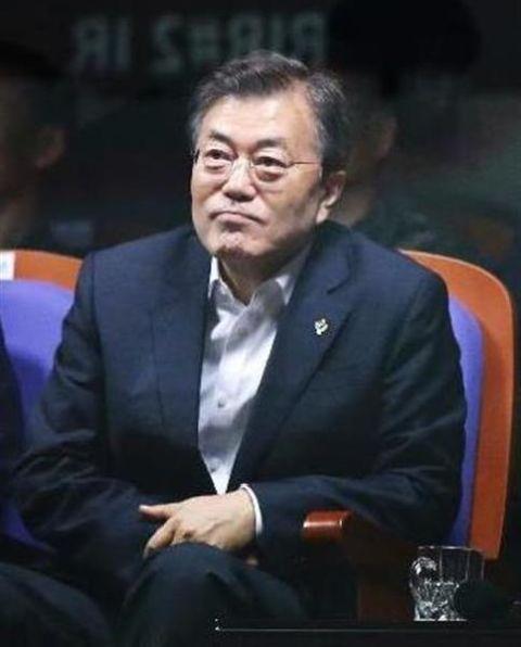 自国の名前すら書けないバ韓国・文在寅大統領