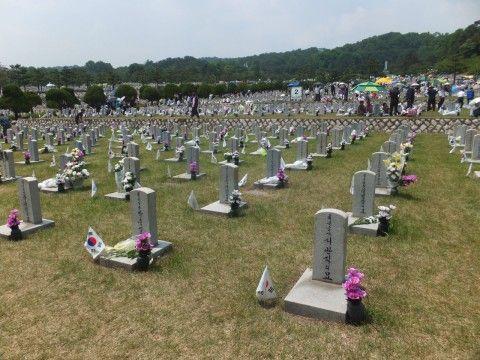 バ韓国の老害はもっと自殺するべし