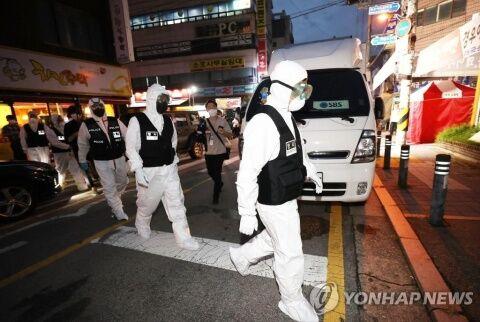 サラン第一教会に家宅捜索するバ韓国警察