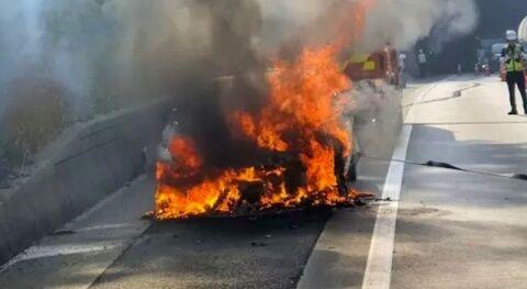 爆発炎上したバ韓国現代自動車の新車ジェネシス