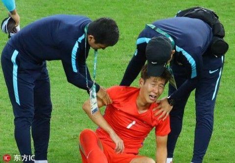 2連敗して号泣しているバ韓国のサッカー選手