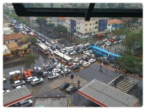 火病ドライバーだらけなので渋滞するのが当たり前のバ韓国